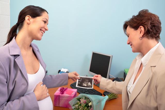 Удерживается ли НДФЛ с больничного листа по беременности и родам