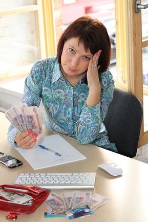 На сколько работодатель имеет право задерживать зарплату